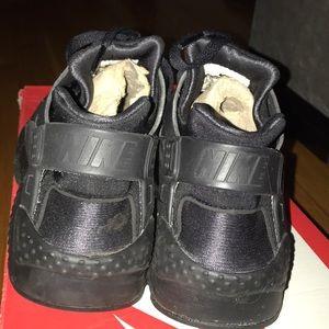 Nike Shoes - Nike Huarache Run